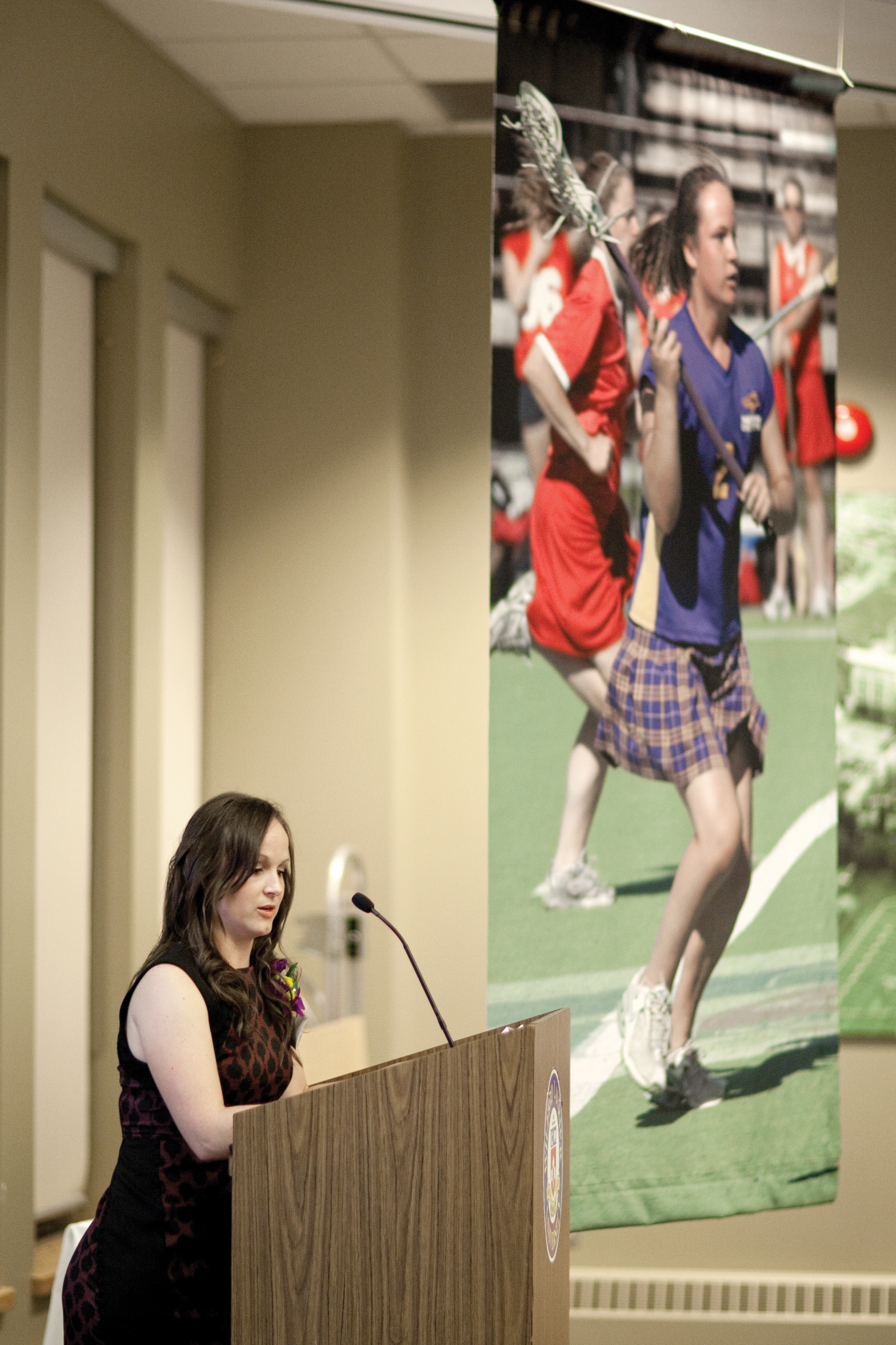 Erica Howard gives her acceptance speech at this year's Hall of Fame induction ceremony. (Photo by Heather Davidson)