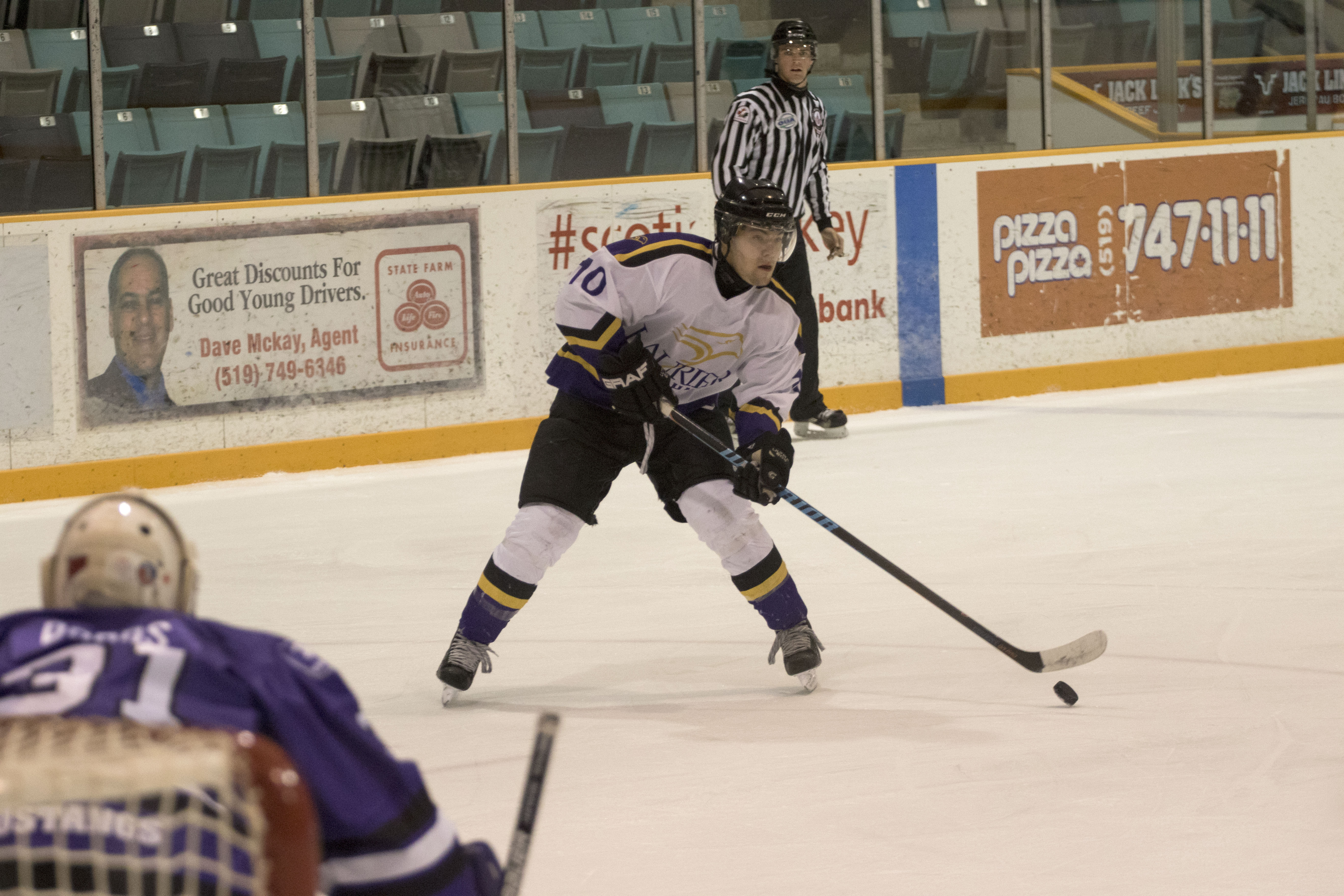 Men's hockey loses on the road in London